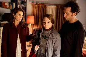 """THE AMERICANS -- """"A Roy Rogers in Franconia"""" Episode 412 (Airs, Wednesday, June 2, 10:00 pm/ep) -- Pictured: (l-r) Keri Russell as Elizabeth Jennings, Holly Taylor as Paige Jennings, Matthew Rhys as Philip Jennings. CR: Patrick Harbron/FX"""